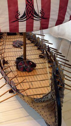 Oseberg vikingaskepp 1:15 scratchbygge -- del 5 - Fartyg - Modellbygge iFokus Norwegian Vikings, Nordic Vikings, Viking Armor, Viking Ship, Mercedes Stern, Viking Longship, E36 Coupe, Model Ship Building, Cool Boats