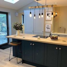 Thank you to for sharing her beautiful Howdens kitchen! Thank you to for sharing her beautiful Howdens kitchen! We love her beam lighting. Don't forget to tag us in your posts 😀 White Shaker Kitchen, Navy Kitchen, Open Plan Kitchen Living Room, Kitchen Dining Living, Kitchen Time, Kitchen Units, Home Decor Kitchen, Kitchen Interior, Howdens Kitchens