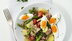: Dieser Salat steckt voller Power. Die Kartoffeln liefern die Kohlenhydrate, Thunfisch und Eier eine Menge an hochwertigem, tierischen Eiweiß, welcher der Körper besonders gut verwerten kann.
