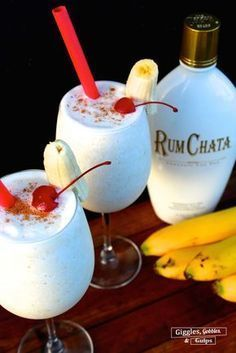 """Banana Rumchata Colada A delicious tropical drink using Rumchata Related posts: 25 + Non-Alcoholic Summer Drinks Rhubarb """"Tea"""" Recipe: Skinny Tropical Protein Smoothie Blue Hawaiian Jello Shots Party Drinks Alcohol, Liquor Drinks, Alcohol Drink Recipes, Cocktail Drinks, Bourbon Drinks, Beverages, Alcohol Shots, Good Bar Drinks, Punch Recipes"""