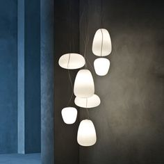 """Pour l'éditeur Foscarini les architectes et designers Ludovica et Roberto Palomba ont créé la collection de luminaires en verre soufflé """"Rituals"""". Une série de lampes à poser et suspensions légères et sculpturales."""