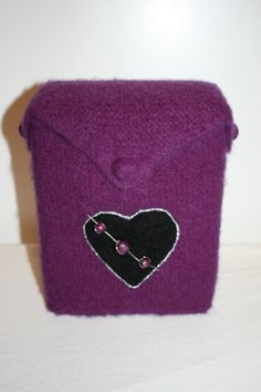 Vinkartongtrekk  - www.tilnytteogglede.com Drink Sleeves, Coin Purse, Wallet, Purses, Wine, Handbags, Purses And Handbags, Coin Purses, Purse
