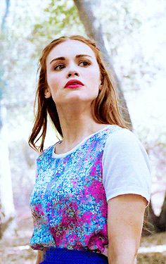 I love the way she dresses she's so beautiful