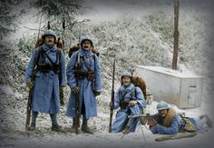 Poilus du 160e Régiment d'Infanterie en hivers avec une « Chauchat »