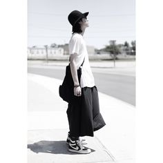 casual hipster hakama - Best Fashions for All Sport Fashion, High Fashion, Mens Fashion, Street Fashion, Monochrome Fashion, Mode Inspiration, Japanese Fashion, Stylish Men, All About Fashion