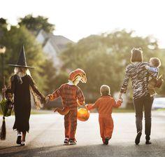 Unsere Checkliste sorgt für ein sicheres und gesundes Halloween für Eltern und Kindern. Hipster, Dresses, Style, Fashion, Healthy Halloween, Parents, Kids, Hipsters, Gowns