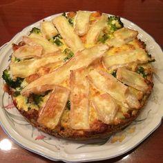 Hartige taart sperziebonen broccoli zalm en brie Brie, Apple Pie, Quiche, Potato Salad, Pizza, Potatoes, Yummy Food, Chicken, Meat
