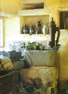 Antique pump and stone sink, Maisons Côté Ouest