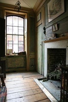 charm of an old house. Looks like the living room of my childhood home if the fireplace was restored. Georgian Interiors, Georgian Homes, Georgian Townhouse, London Townhouse, Interior Exterior, Interior Design, Architecture, Hearth, Old Houses