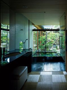 Japanese modern house where traditional beauty breathes Patio Interior, Bathroom Interior, Interior And Exterior, Modern Hot Tubs, Future House, My House, Japanese Modern House, Round Hot Tub, Outdoor Tub