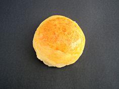 Medias noches (Bollitos de pan) Olor a hierbabuena Cornbread, Food Videos, Yummy Food, Cheese, Ethnic Recipes, Buns, Afternoon Snacks, Delicious Food, Sweets