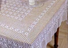 Lavori con l'uncinetto: Tovaglia rettangolare con rosette centrali