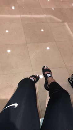 50 easy and cute summer outfits ideas for school 2019 00016 Nike Sandals, Sandals Outfit, Sneakers Fashion, Fashion Shoes, Fashion Outfits, Hype Shoes, Fresh Shoes, Mode Outfits, Me Too Shoes