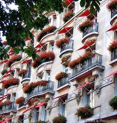 Couleurs de PARIS - Hotel  La Maison Champs Élysées...(by FranciscoGC)