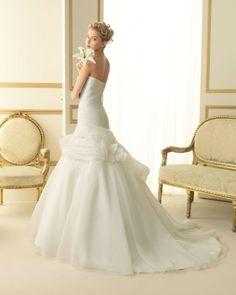155 TIBET / Wedding Dresses / 2013 Collection / Luna Novias (back)