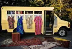 How awesome is this image Unites Glenn Mobile-Vintage-Haberdash-bus-the-upcycled-market Clothing Booth Display, Craft Booth Displays, Vintage Rv, Vintage Shops, Vintage Hippie, Vintage Trailers, Vintage Clothing, Boutique Mobiles, Mobile Business