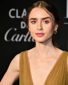 📸 : Lily Collins at the 2019 Harper's Bazaar ICONS in New York City on (September Lily Collins Eyebrows, Lily Collins Makeup, Lilly Collins Hair, Lily Collins Style, Celebrity Moms, Celebrity Beauty, Celebrity Crush, Celebrity Photos, Celebrity Style