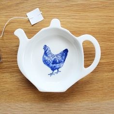 Lucy Green Designs - Chicken Tea Tidy An exciting new addition to the Lucy Green Designs Farm Life Collection is the Chicken Tea Tidy. An ideal gift for farmers, country folk or those who collect Lucy Green Designs crockery.Keep your country kitchen spillage and mess free.Other designs available subject to stock are Pig, Sheep, Cow and Tractor.All of Lucy Green Designs fine bone chin...