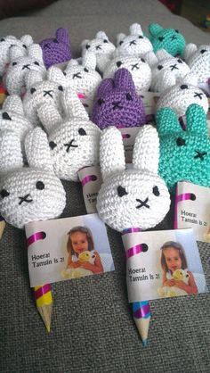 Crocheted Miffy fingerpuppets on a pencil - traktatie zonder snoep