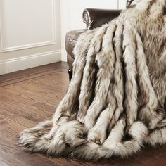 Features:  -Luxuriously lined with faux rabbit fur.  Color: -Bleached Finn…