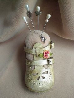 what a cute idea.....great way to display old baby shoes.....Pincushion Craft Ideas (18 Pics) - baby shoe