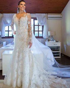 Lindíssima!! O que acharam? . Conheçam a @sotterfotografia , nosso fornecedor que atende a todo Brasil! Eles são especialistas em registrar momentos únicos! . Solicite um orçamento: whats 73 - 9.9106-7332 ou contato@sotterfotografia.com.br . #universodasnoivas #noiva #noivas #wedding #casamento #vestido #voucasar #vestidos #amei #fotografia #fotografo #weddingday