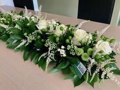 Langwerpig tafelstuk Communie Wedding Set Up, Wedding Flowers, Casket Flowers, Church Flowers, Arte Floral, Funeral, Flower Designs, Floral Arrangements, Floral Wreath