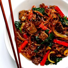 Japchae (Korean noodle stir-fry) recipe is easy to make in just 30 minutes. It can be customized with your choice of veggies and protein (beef, chicken, shrimp, or tofu). And it is SO delicious! Stir Fry Recipes, Beef Recipes, Cooking Recipes, Healthy Recipes, Healthy Food, Korean Noodles, Asian Recipes, Ethnic Recipes, Easy Korean Recipes