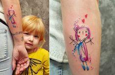Die Tattoo-Künstler werden heutzutage aber auch immer jünger. Diese jungeDame namensTjaška hat zwar noch nie tätowiert, dafür aber einer bestimmten Person zu einem Tattoo verholfen. Denn der größte Fan ihrer süßen Kunstwerke ist die eigene Mama und die l