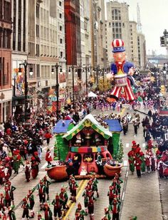 Walk in it! DONE! Thanksgiving Day 2003 Thanksgiving Day Parade, Detroit, MI (formerly Hudson's Parade)