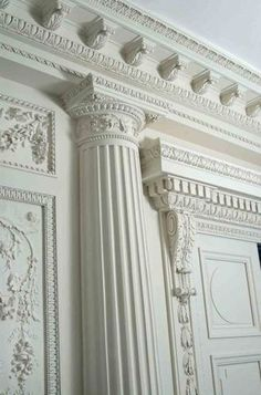 Boiserie blanc French Interior, Classic Interior, Luxury Interior, Home Interior Design, Interior And Exterior, Classical Architecture, Architecture Details, Moldings And Trim, Moulding