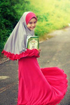 Hijab Styles for Kid - shemufa. Muslim Girls, Muslim Women, Baby Hijab, Hijab Abaya, Kids Wraps, Hijab Collection, Trendy Kids, Modest Outfits, Beautiful Children