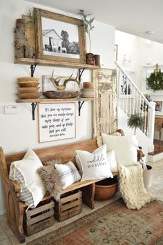 30 Stunning Traditional Farmhouse Decor Ideas For Your Entire House - Trendehouse. Dekor Ideen 30 Stunning Traditional Farmhouse Decor Ideas For Your Entire House - Trendehouse Decoration Ikea, Art Decor, Rustic Entryway, Entry Foyer, Rustic House Decor, Rustic Vintage Decor, Rustic House Design, Vintage Porch, Antique Decor