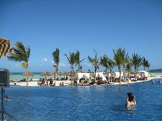 Royalton White Sands Resort: The Infinity Pool at the Beach