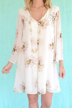 A cream, soft pink, and yellow floral dress even your mother would approve of! We absolutely love this romantic and flirty swing dress by Honey Belle. What's not to obsess over? This beauty has got lo