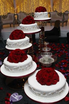 Gorgeous Wedding Cake Fresh Flowers Combo You Will Love – Bridezilla Flowers Bling Wedding Cakes, Wedding Cake Red, Wedding Cake Fresh Flowers, Wedding Cake Decorations, Elegant Wedding Cakes, Beautiful Wedding Cakes, Wedding Cake Designs, Beautiful Cakes, Cake Flowers