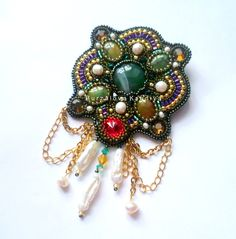 Brooch with chain.  Beading DIY with step by step pictures.