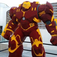 Huge LEGO Hulkbuster at the Avengers Premiere