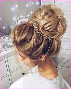These Gorgeous Updo Hairstyle That Youll Love To Try! Whether a classic chignon textured updo or a chic wedding updo with a beautiful details. These wedding updos are perfect for any bride looking for a unique wedding hairstyles Wedding Hairstyles For Long Hair, Wedding Hair And Makeup, Easy Hairstyles, Ladies Hairstyles, Hairstyle Ideas, Bridal Hairstyles, Hair Wedding, Updos Hairstyle, Bridal Hair Updo High