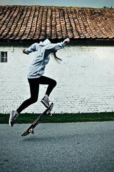 off skate - fantastic photos - Girls Skate, Look Skater, Skater Boys, Skate Photos, Skater Girl Outfits, Skateboard Girl, Skateboard Parts, Foto Pose, Skateboards