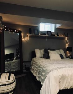 The Ultimate Solution for Fantastic Led String Lights Decor Girls Bedroom - . The Ultimate Solution for Fantastic Led String Lights Decor Girls Bedroom – flipsyourhome Cute Bedroom Ideas, Room Ideas Bedroom, Teen Room Decor, Small Room Bedroom, Home Bedroom, Girls Bedroom, Bedroom Inspo, Bedroom Ideas For Small Rooms Cozy, Cozy Bedroom Decor