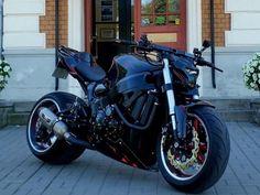 Cafe Racer Moto, Suzuki Cafe Racer, Cafe Racer Bikes, Cafe Racers, Street Fighter Motorcycle, Futuristic Motorcycle, Suzuki Motorcycle, Hayabusa Streetfighter, Suzuki Hayabusa