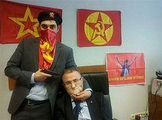 Turquía bloquea las redes para impedir que se difundan fotos del fiscal asesinado http://a.ln.com.ar/1FvPq7Z