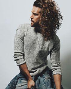 long curly hair for men / inspiration / free the curls / natural hair / long hair men / rizos / cabelos cacheados / cabelo masculino / long curly hair Trendy Mens Hairstyles, Haircuts For Men, Cool Hairstyles, Hairstyle Man, Men's Haircuts, Hair And Beard Styles, Curly Hair Styles, Long Curly Hair Men, Straight Hair