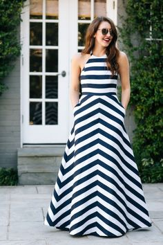 Amy Havins wears a blue and white stiriped shoshanna midnight evening dress. Blue And White Outfits, Blue And White Dress, Striped Dress, Frock Fashion, Fashion Dresses, Stripped Maxi Dresses, Dallas Wardrobe, Frocks For Girls, Indian Gowns