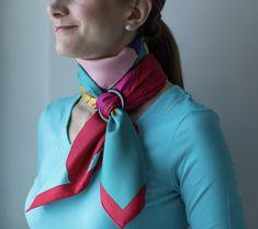 Un pañuelo o foulard con un accesorio te permite más juego. Tenlo en cuenta. #consejo #truco #foulard