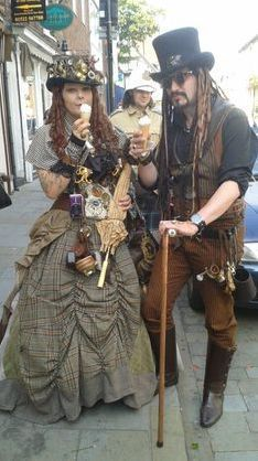 ads ads Make steampunk costume yourself Costume idea for carnival, Halloween & carnival wish you loved me love you Steampunk Mode, Costume Steampunk, Steampunk Pirate, Style Steampunk, Steampunk Couture, Steampunk Halloween, Steampunk Dress, Steampunk Design, Steampunk Wedding