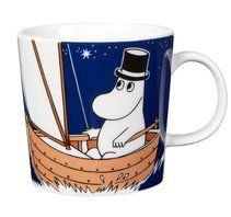 Children and adults alike fall in love with the sympathetic characters of Moomin Valley as created by the author Tove Jansson. The Arabia artist Tove Slotte-Elevant has designed the delightful Moomin objects in keeping with the original drawings. Moomin Shop, Moomin Mugs, Design Shop, Mug Papa, Les Moomins, Tove Jansson, Deep Thinking, Porcelain Mugs, Deep Blue