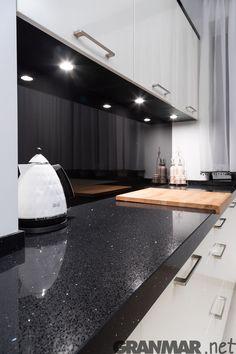 Kitchen Cabinets Decor, Kitchen Room Design, Home Room Design, Modern Kitchen Design, Kitchen Furniture, Kitchen Interior, Kitchen Tops, Granite Kitchen, New Kitchen