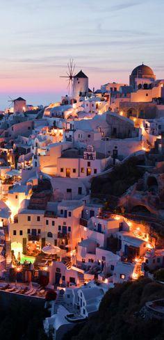 ✈ Oia village at sunset in Santorini, Greece ✈